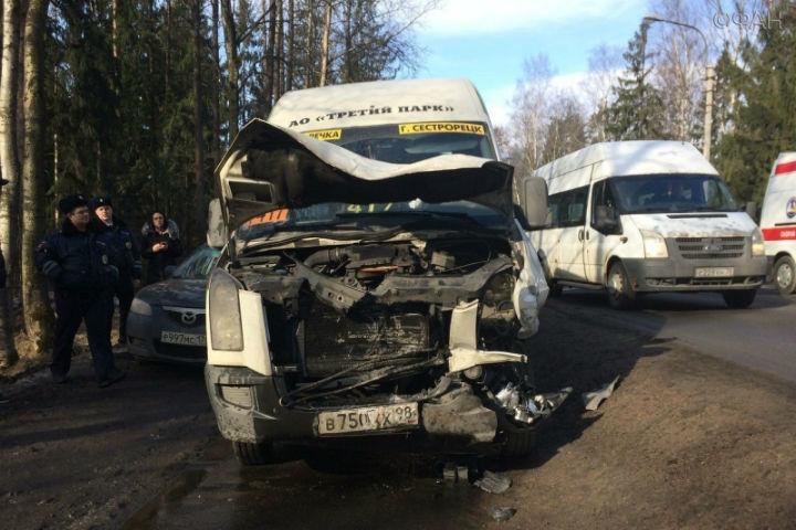 Три женщины пострадали при столкновении 4 машин наПриморском шоссе