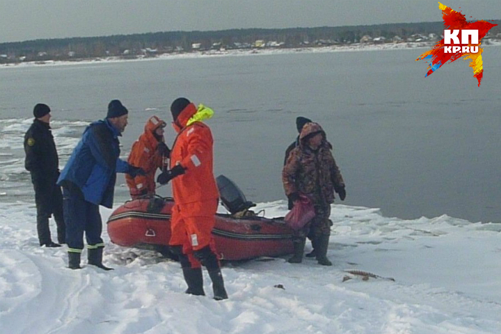 ВСаратовской области cотрудники экстренных служб эвакуировали замерзающего нальдине рыбака