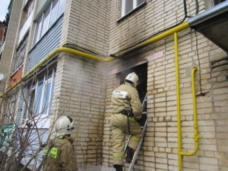 ВЕфремове пожарные вывели 5 человек изгорящей квартиры