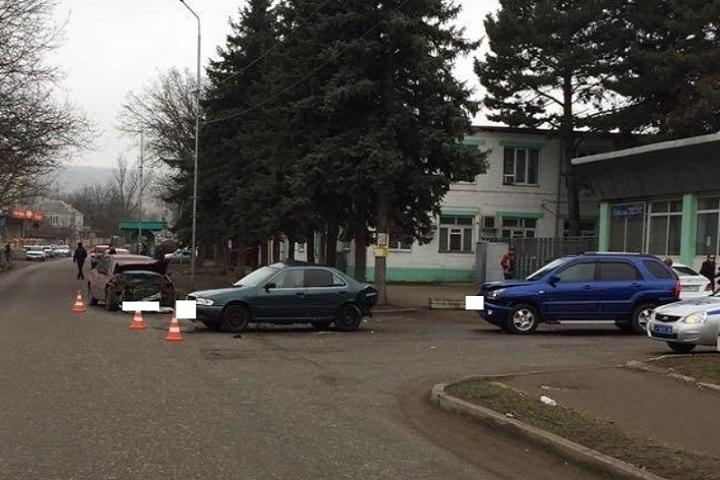 ВПятигорске втройном ДТП пострадали два человека