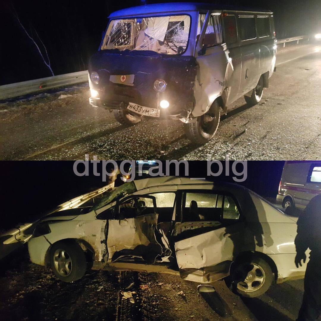 ВПриамурье натрассе иностранная машина столкнулась со«скорой помощью»