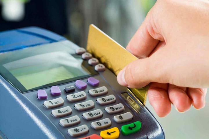 В минувшем году орловцы потратили 22 млрд напокупки попластиковым картам