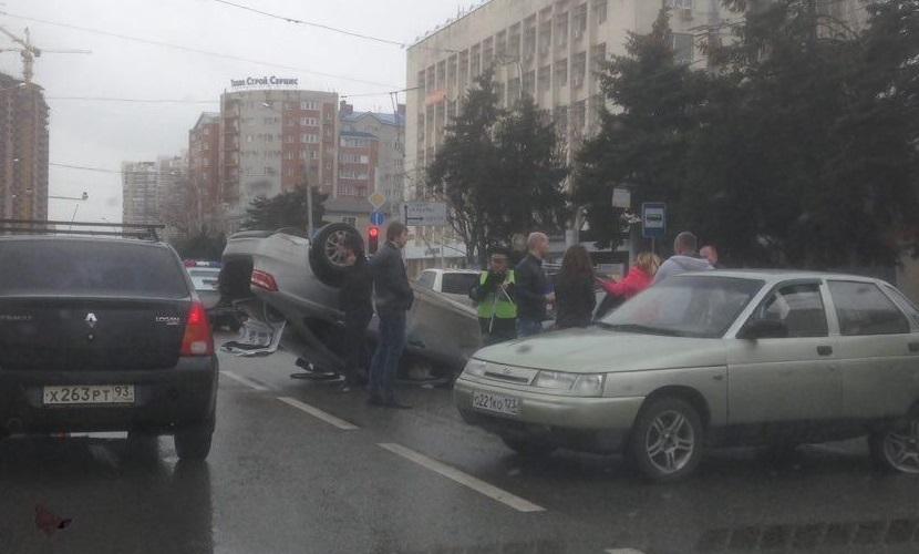 ВКраснодаре столкнулись 5  авто