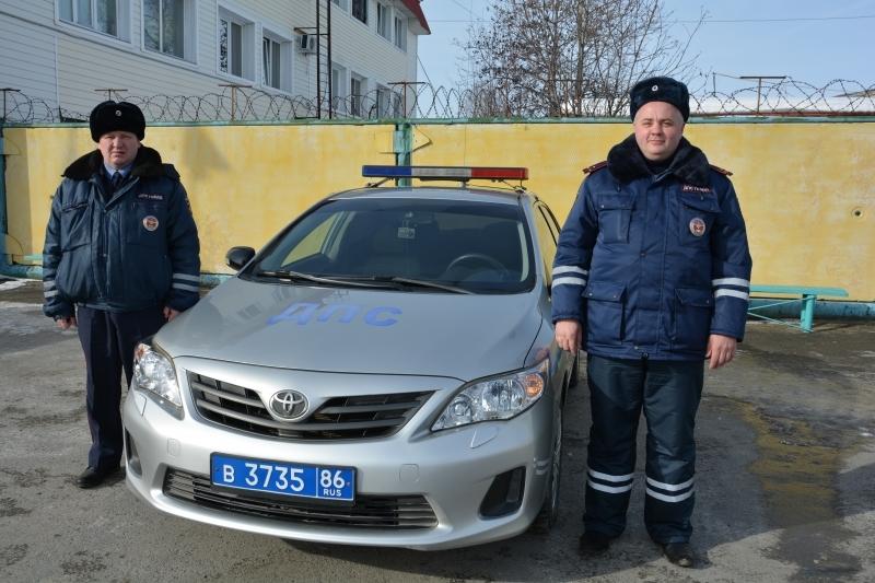 ВХМАО полицейские спасли 3-х человек изгорящего дома