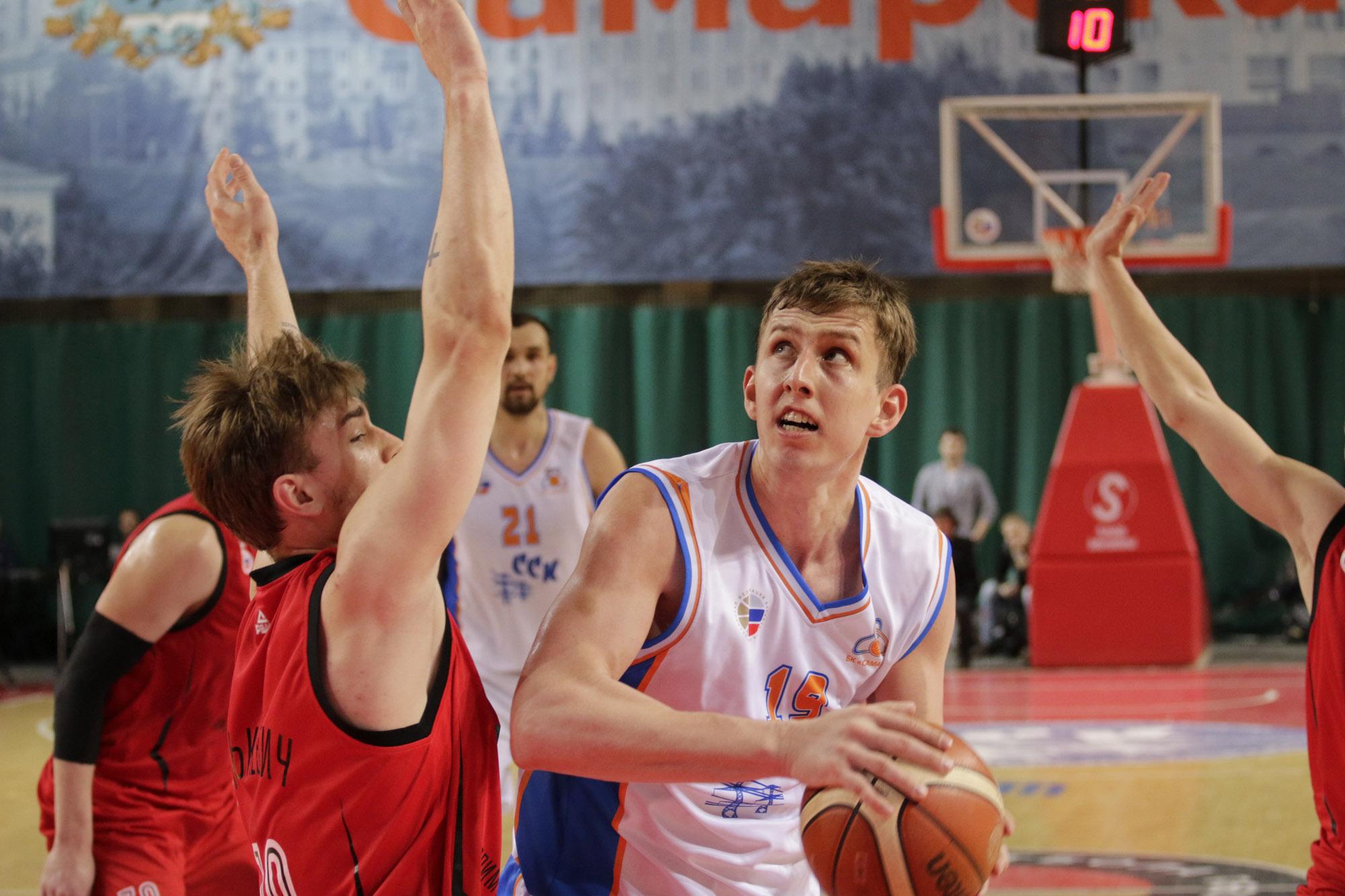 Самарские баскетболисты вырвали победу вматче скомандой «Спартака-Приморье»