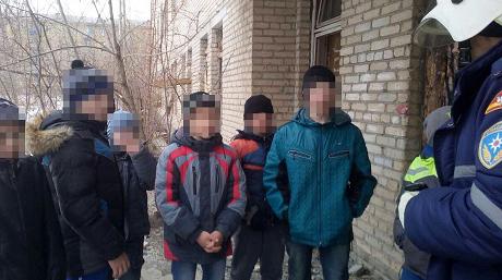 Десять детей эвакуировали изподвала военного госпиталя впроцессе пожара