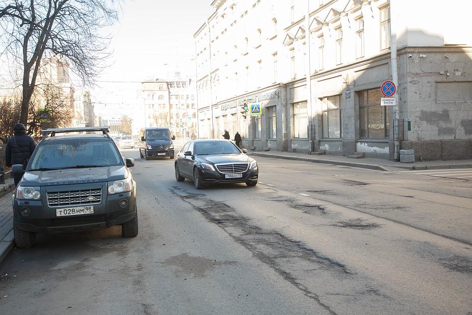 Картинки по запросу Ямы на петербургских дорогах начнут латать в мае