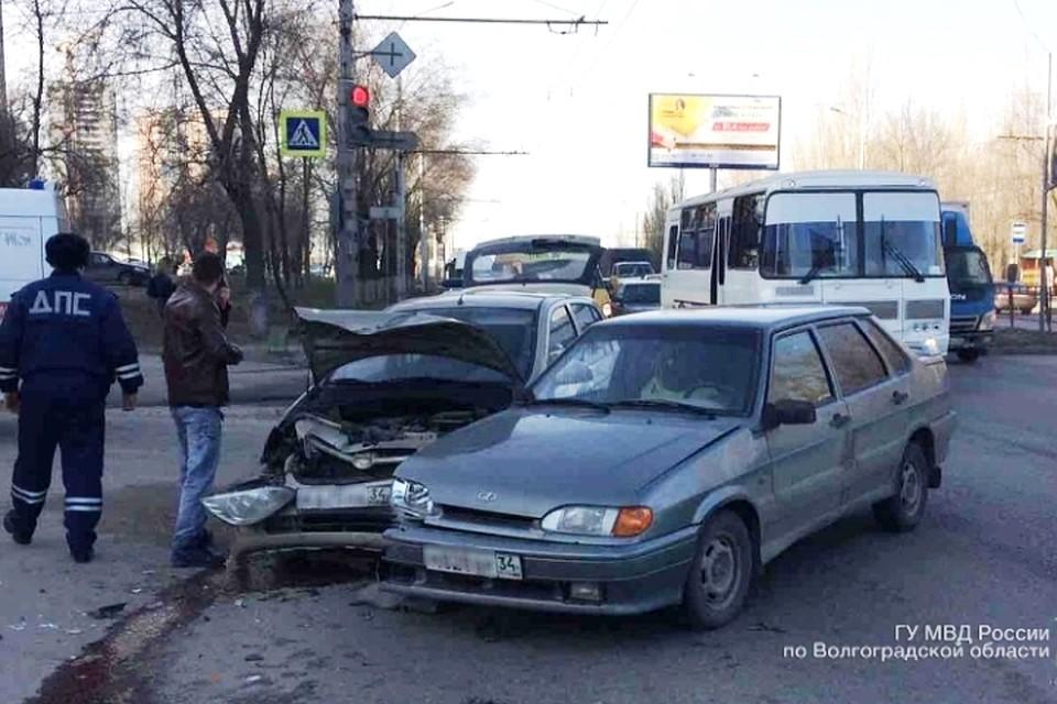 ВВолгограде при столкновении ВАЗа и Хюндай Getz пострадал ребенок