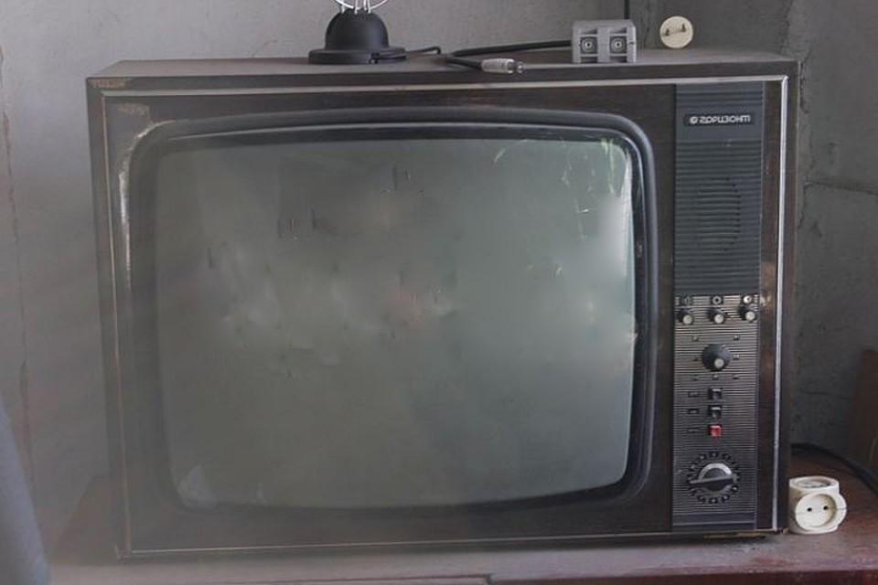 Упавший телевизор насмерть задавил жителя Смоленской области