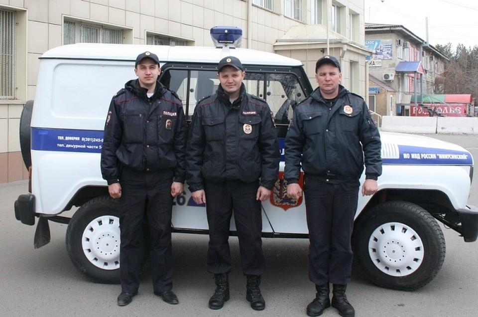Смелые полицейские вынесли парализованного изогня