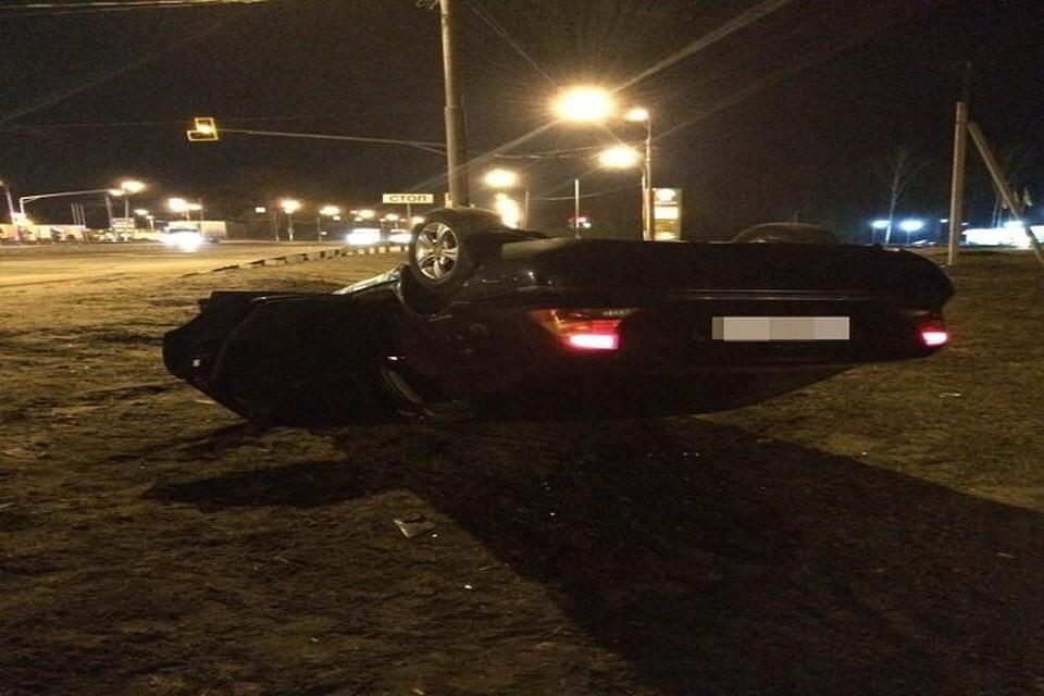 Натрассе вТверской области перевернулся автомобиль, пострадали два человека