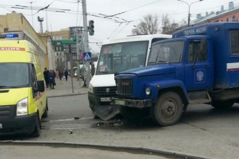 ВБарнауле вДТП смаршруткой пострадали три пассажира