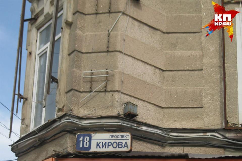 Напроспекте Кирова обрушилась стена дома