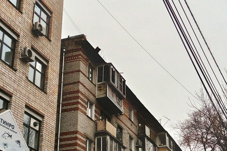 Вцентре Хабаровска горела крыша жилого дома