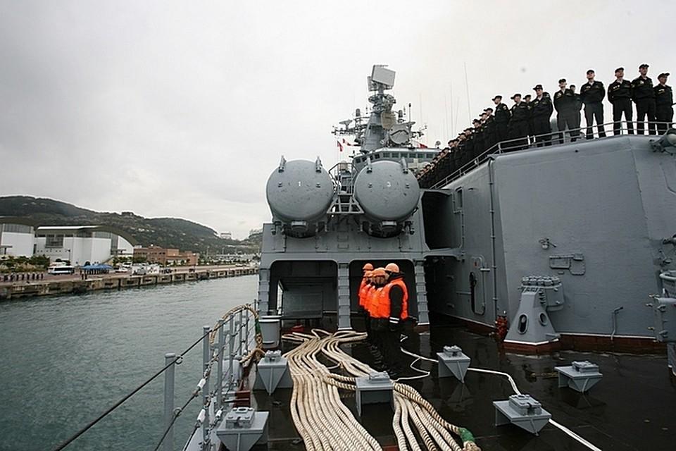 Гвардейский ракетный крейсер «Варяг» итанкер «Печенга» прибыли вюжнокорейский порт Пусан