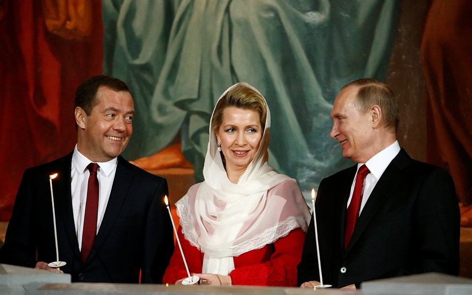 Президент Российской Федерации поздравил православных россиян сПасхой