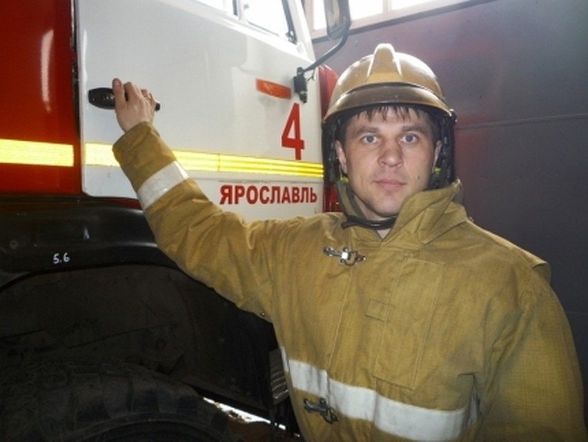 ВЯрославле пожарный спас маму с малышом
