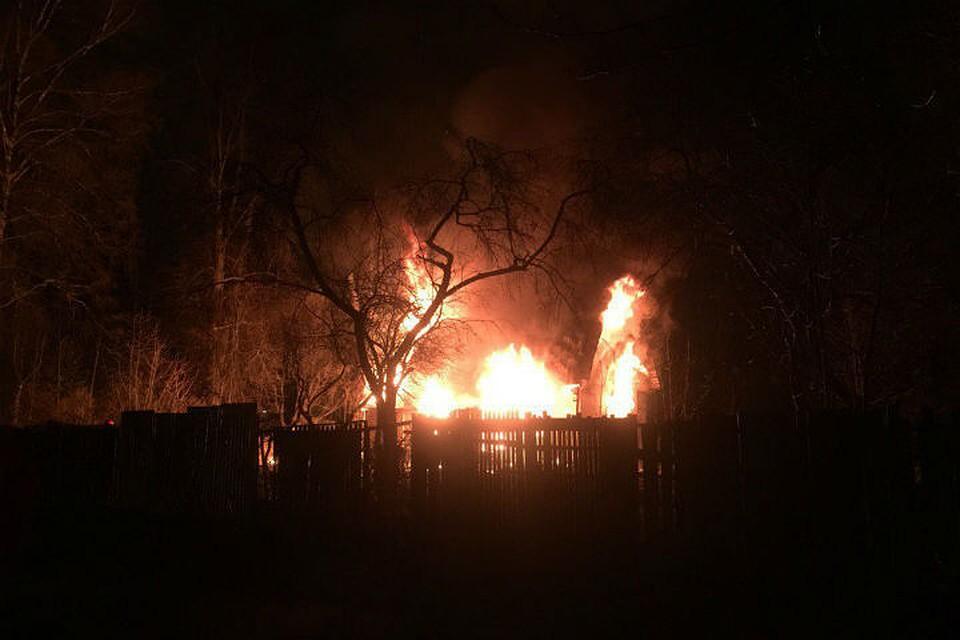 НаКостромском проспекте выгорел пустующий дом