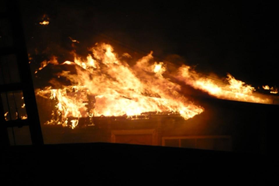 ВСельцо изгорящего дома спасли шесть человек