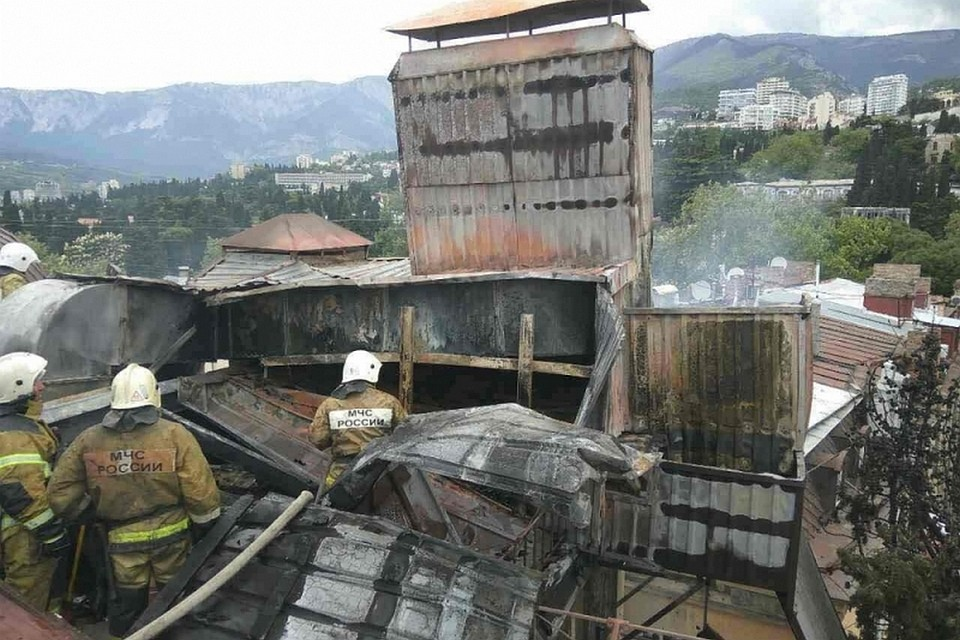 Вцентре Ялты впятизвездочном отеле сгорела крыша иверхний этаж