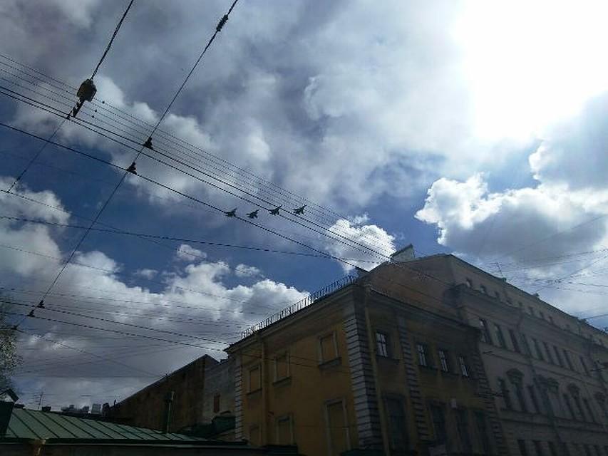 Расчёты парада Победы начали движение поДворцовой площади вПетербурге