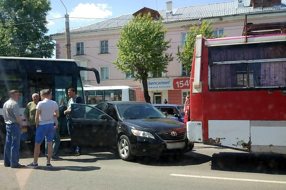 Массовое ДТП сучастием пассажирских автобусов случилось вБарнауле