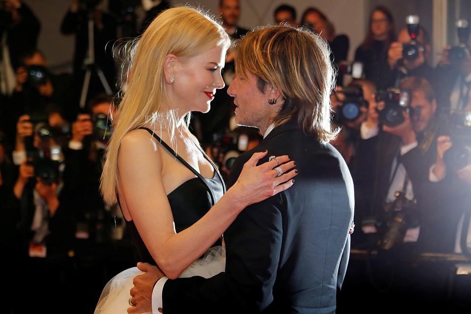 На красную дорожку актриса вышла вместе с мужем, кантри-певцом Китом Урбаном.