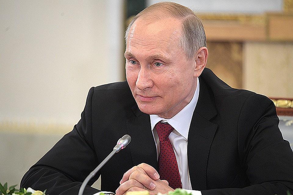 Путин заявил, что Ангелой Меркель управляют неизвестные