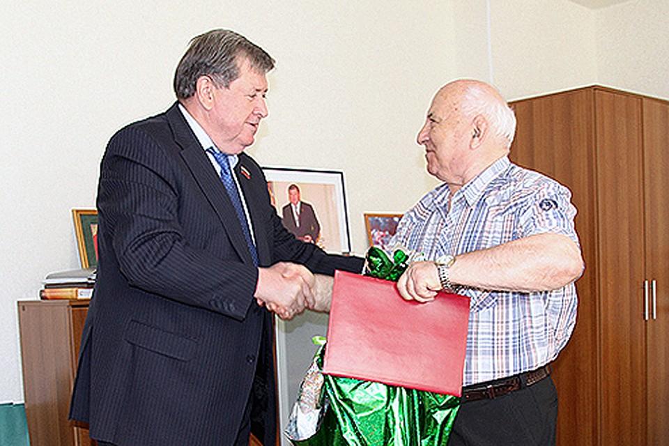 Брянского тренера поборьбе поздравили с80-летним юбилеем