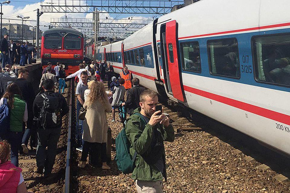 Два человека пострадали при столкновении поездов в российской столице