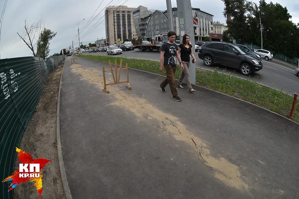 Обвал тротуара наБольшевистской вНовосибирске устранят совсем скоро