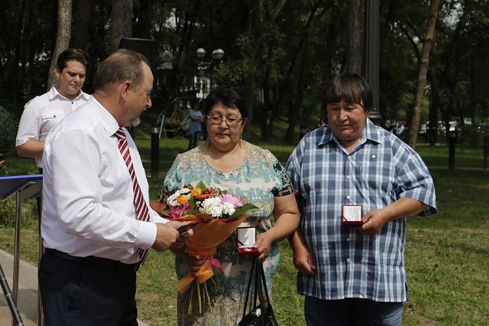 В Хабаровске в День семьи любви и верности с праздником поздравили 15 супружеских пар