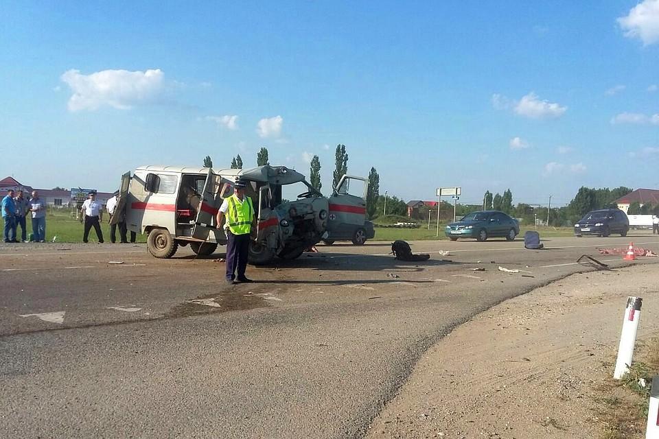 Два человека погибли при столкновении автомобиля скорой помощи и фургона  наКубани