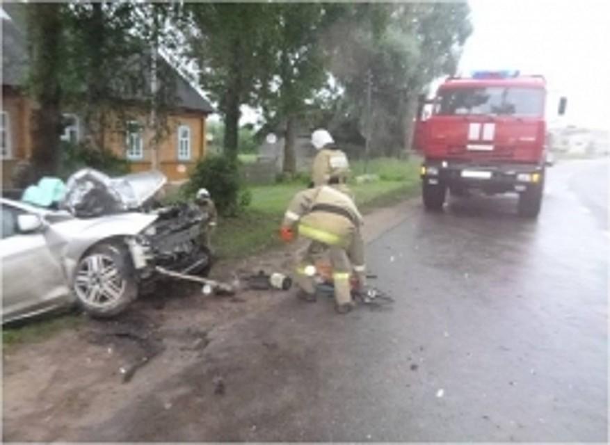 Столкнулись иностранная машина ивахтовый автобус: один человек умер, один пострадал