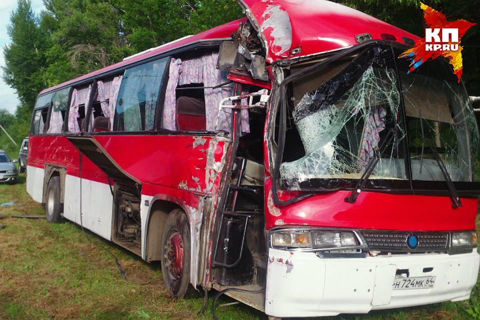 ВБалакове ехавший наАЭС автобус вылетел сдороги