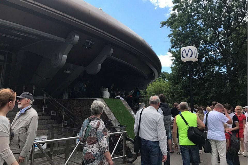 Станцию метро Горьковская вПетербурге закрыли из-за бесхозного предмета