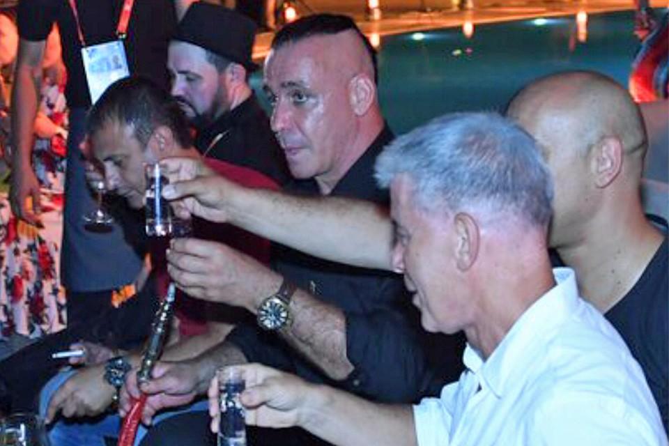 Лидер Rammstein вАзербайджанской столице пил водочку икадрил Светлану Лободу