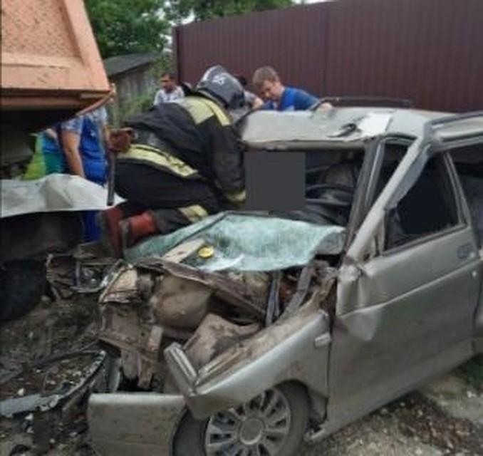 ВТульской области КамАЗ подмял ВАЗ