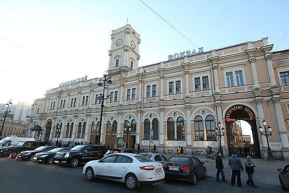 Сплощади уМосковского вокзала вПетербурге могут убрать фонари