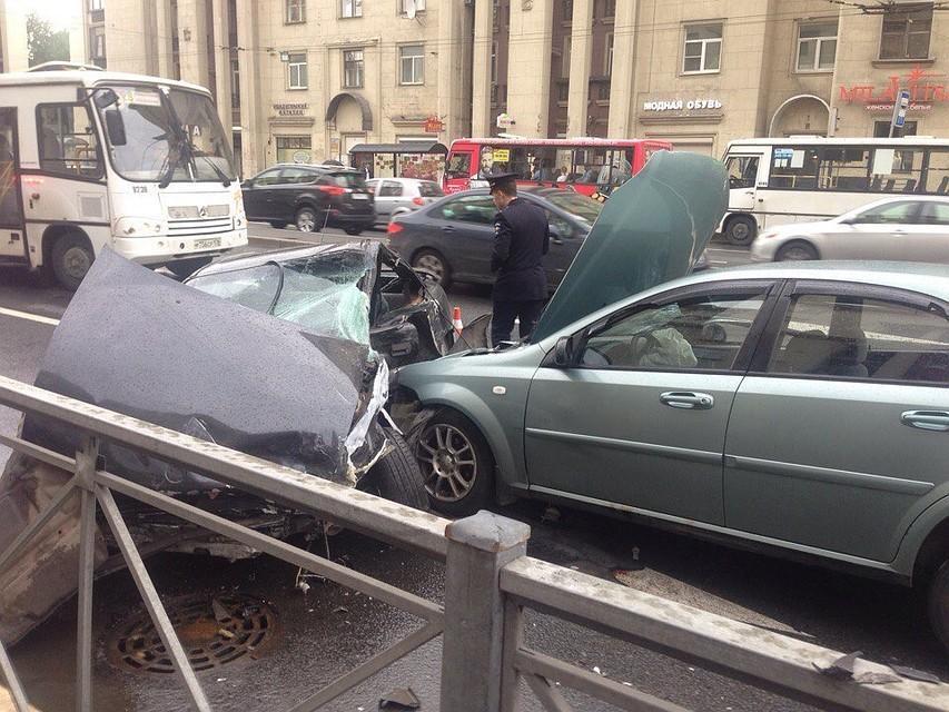 Три иномарки столкнулись вНевском районе