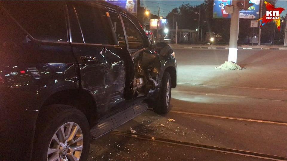 ВСаратове «ГАЗель» протаранила вседорожный автомобиль сбеременной дамой