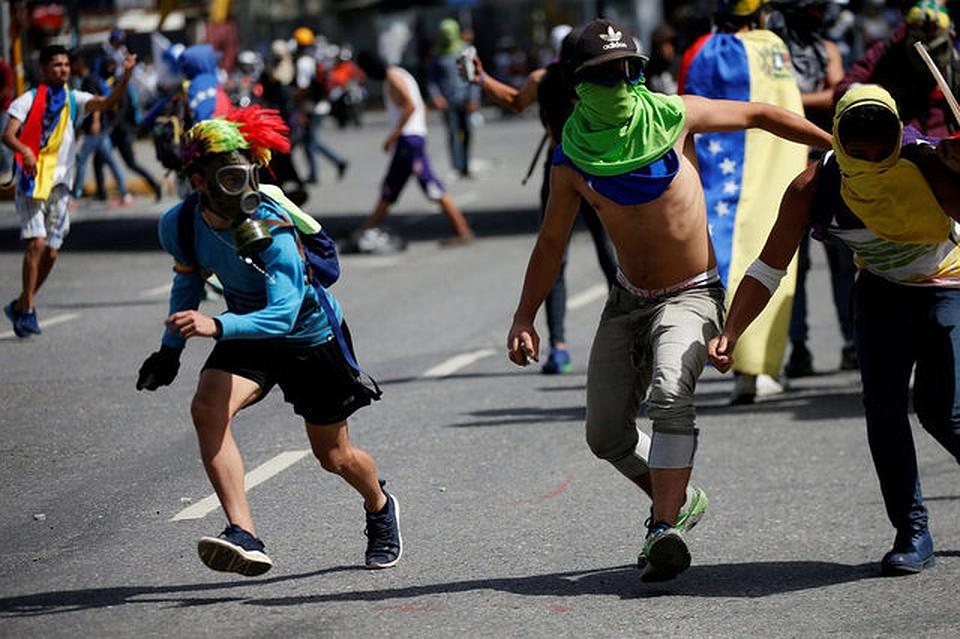 Настанции метро вцентре Каракаса прогремел взрыв