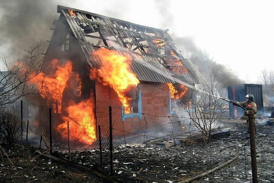 ВЛенобласти впожаре в личном доме погибла семья