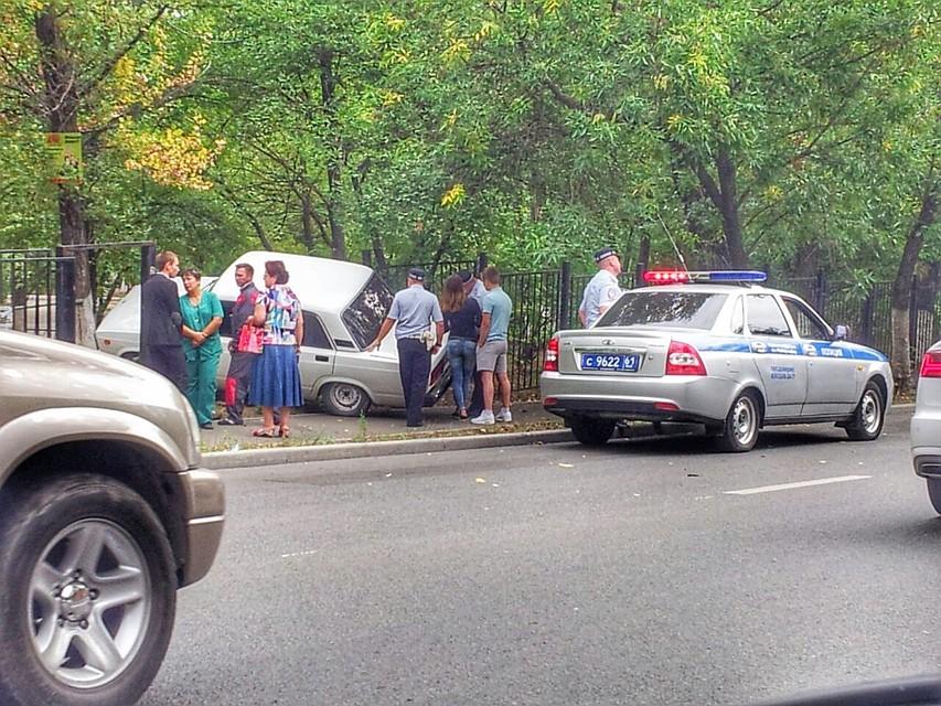Любитель скорости опрокинул свою легковую машину вкювет— шофёр умер наместе