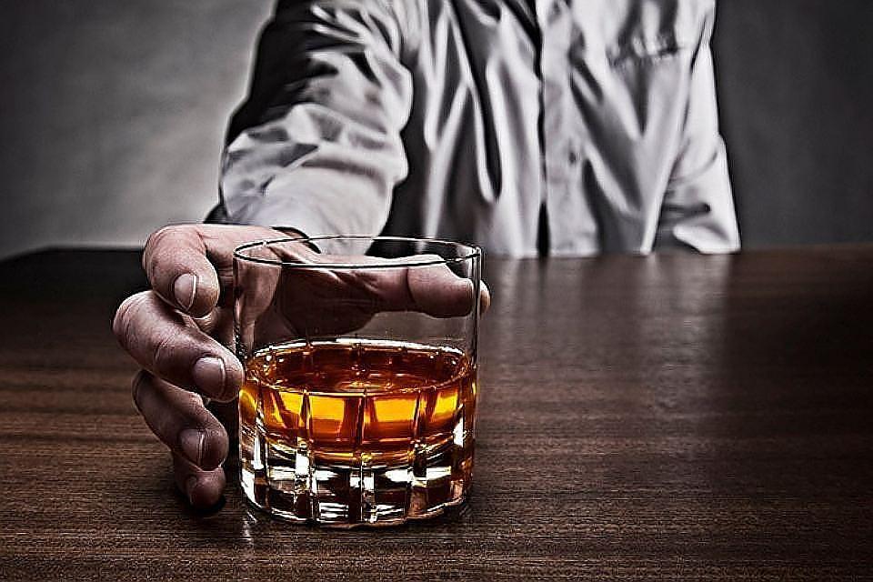 Финские ученые: спирт для мужчин опаснее, чем для женщин