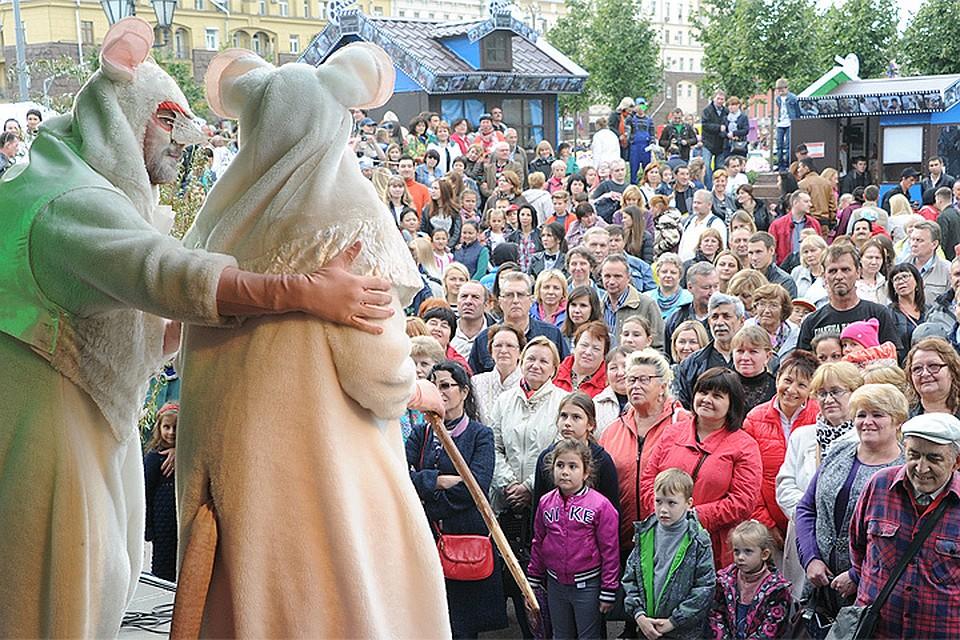 Неменее 400 праздничных мероприятий пройдет в столице России врамках Дня  ...