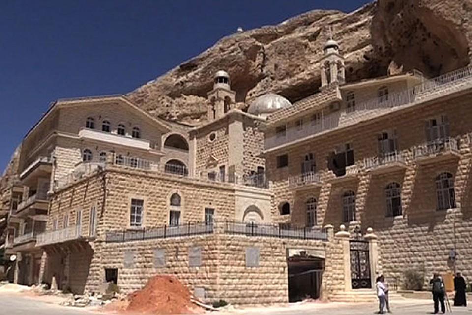 ВСирии быстро восстанавливают пострадавшие отбоевиков святыни Маалюля
