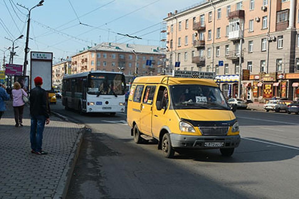 У 6-ти омских перевозчиков отобрали маршруты