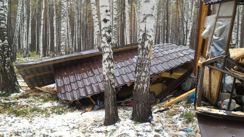 Наберегу Волчихинского водохранилища взорвался рыбацкий домик