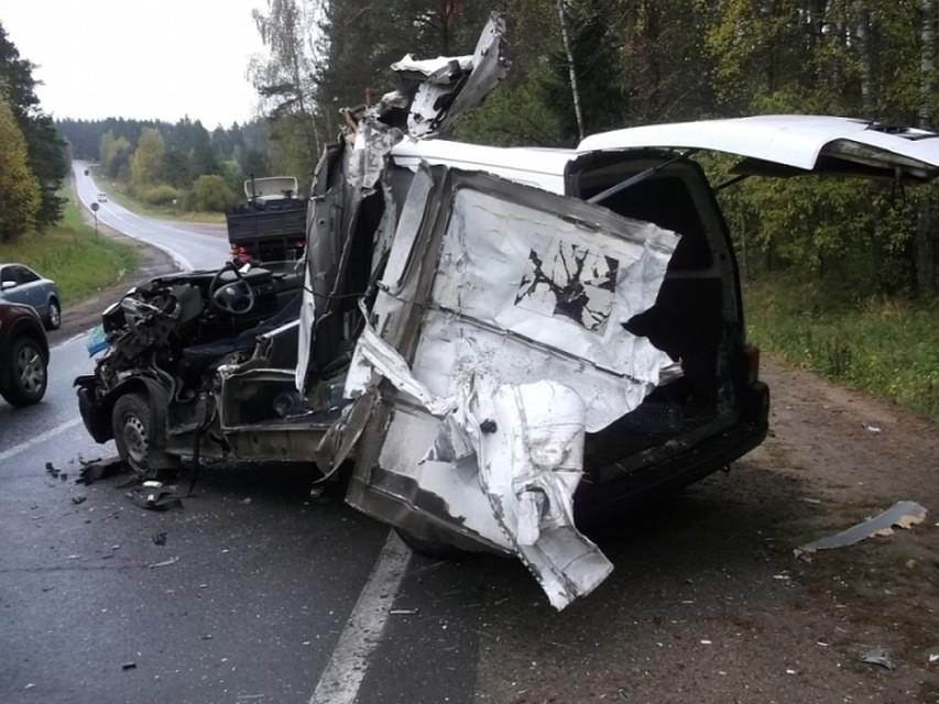 Жительница Ярославля выжила вжутком ДТП сучастием микроавтобуса ифуры